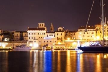 Porto di Alghero di notte