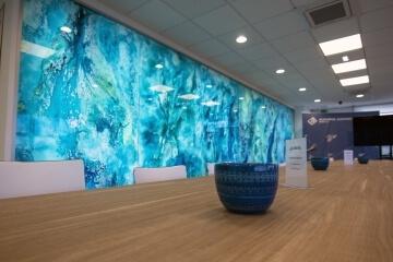 Raffinati arredamenti sardi nella Sala riunioni